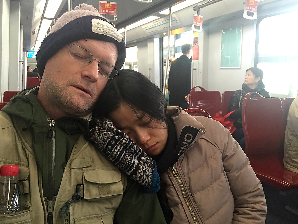 Craig Brelsford and Elaine Du sleeping on Line 16. It's a long ride out to Dishui Lake, but birders are virtually guaranteed a seat on Line 16. That's because the stations one uses to access and exit Line 16 (Dishui Lake and Longyang Road) are the terminuses of Line 16. Note here that, even though I was fast asleep, I nonetheless retained the presence of mind to photographically record this moment for you.