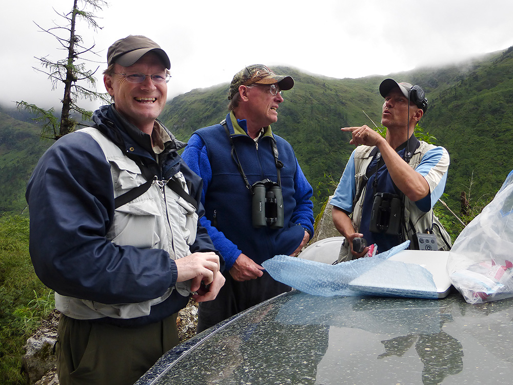 THE MEETING IN THE WILDERNESS: Craig Brelsford (L), Jon Gallagher, and Per Alström (R), above the Dulong Valley in remote northwestern Yunnan, 13 June 2014. Photo by Huáng Xiǎo Ān (黄小安).