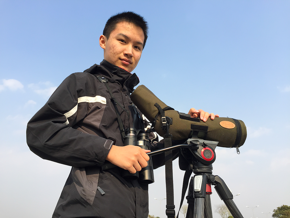 Japanese birder Komatsu Yasuhiko ('Hiko') stands with his beloved scope and tripod at Dishui Lake, 26 March 2017 (Craig Brelsford).