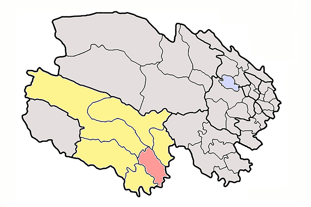 Map of Qinghai showing Yushu Prefecture in yellow and Yushu County in pink. Courtesy Wikipedia.