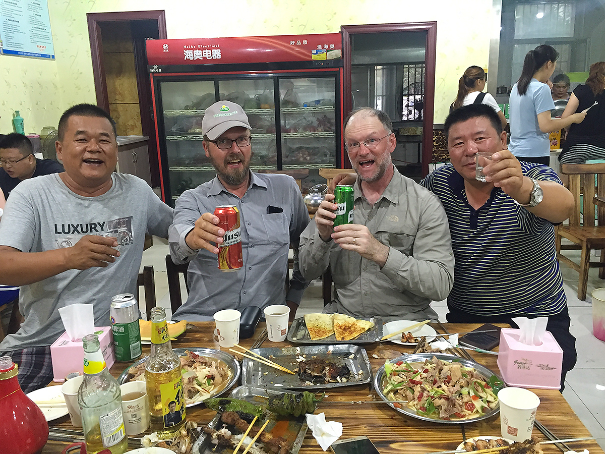 Jan-Erik Nilsen and Craig Brelsford with Han businessmen near Urumqi, 29 July 2017. (大师兄/Craig Brelsford)