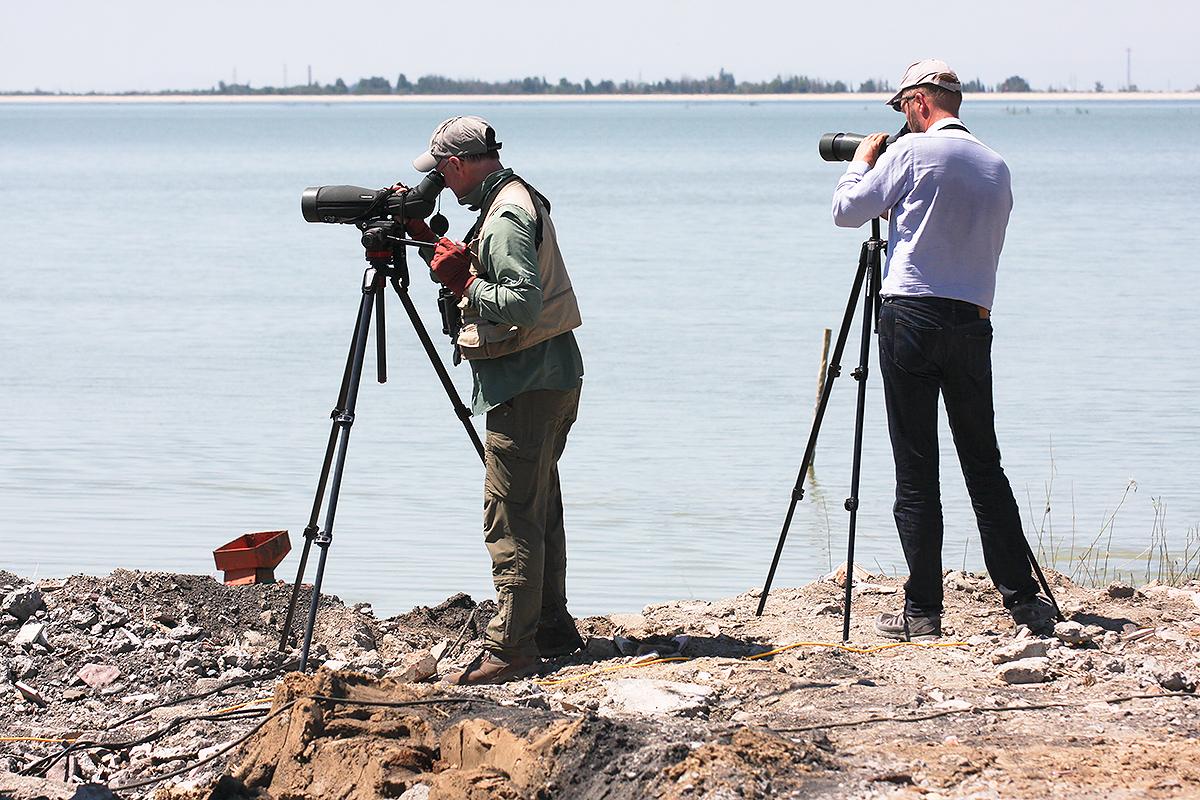 Craig Brelsford (L), Jan-Erik Nilsen Kuitun Reservoir, Xinjiang, 23 July 2017. (Sūn Yǒng Dōng [孙永东])