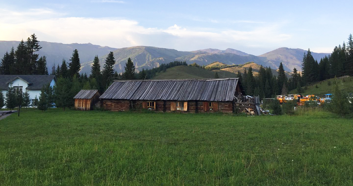 European-style log cabin near Kanasi Airport, Xinjiang, July 2017. (Jan-Erik Nilsen)