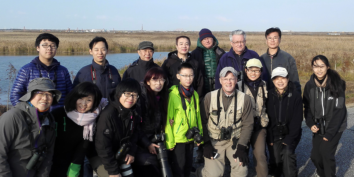 Shanghai birders at Nanhui, 10 Dec. 2016. Photo by Hǎo Zhàokuān (郝兆宽).